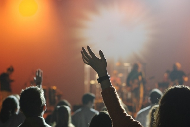 4 způsoby, kterými hudba zlepšuje vztahy mezi lidmi -